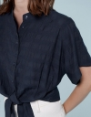 タイドウエストのドロップショルダーシャツ