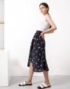 スプリットヘムのプリントミディスカート