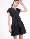 刺繍のラップタイドドレス
